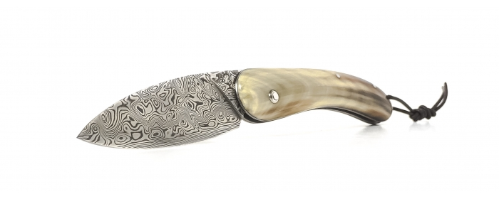 Le cathare folding knife with boxwood handle